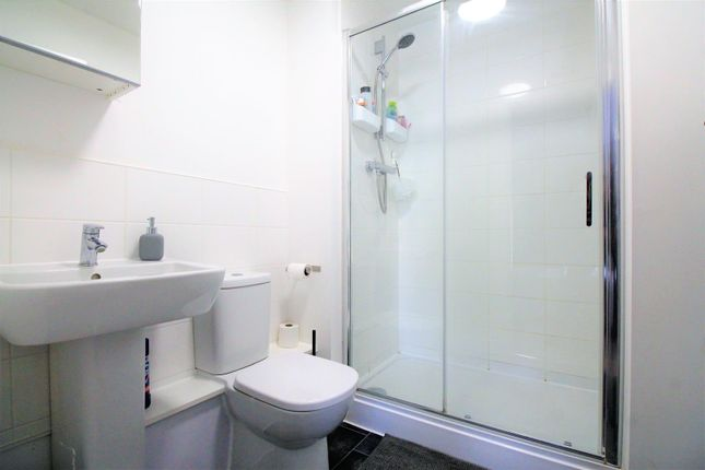 En-Suite of Highview Terrace, Priory Hill, Dartford DA1