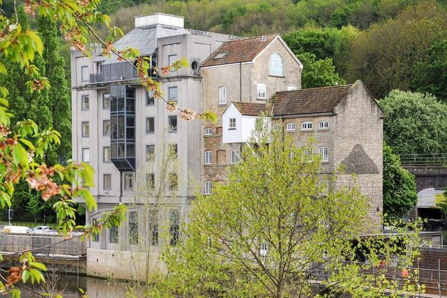 Thumbnail Flat to rent in Lower Bristol Road, Bath