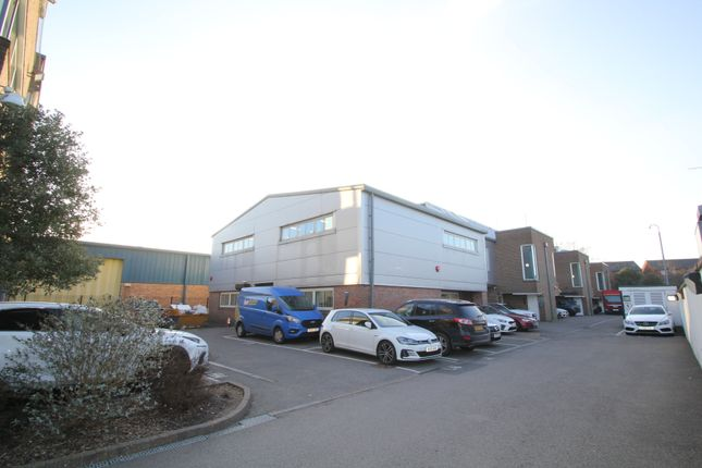 Thumbnail Warehouse to let in Stirling Way, Borehamwood