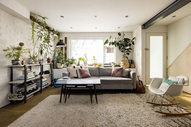 Thumbnail Duplex to rent in Dray Gardens, London