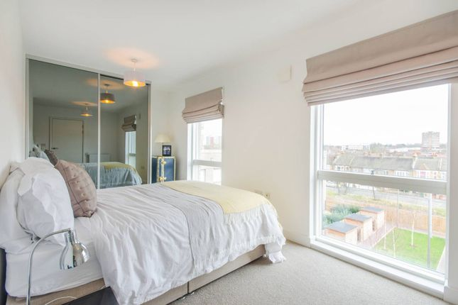 2 bed flat for sale in Adenmore Road, Catford