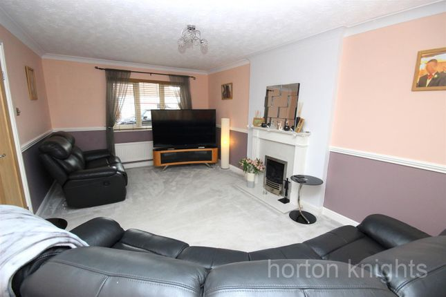 Lounge of Fairford Close, Cantley, Doncaster DN4
