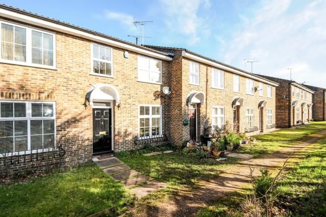 3 bedroom terraced house for sale in Sunningdale, Berkshire