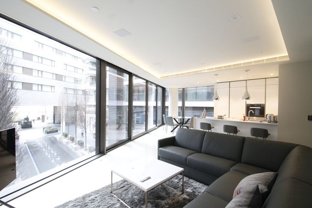 Thumbnail Flat to rent in Crown Square, One Tower Bridge, London.
