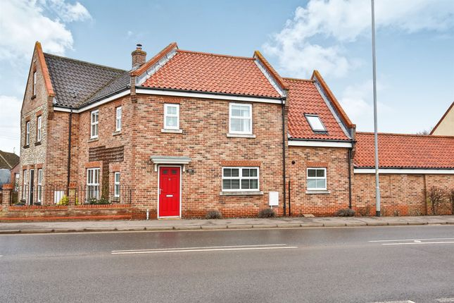 Thumbnail Terraced house for sale in Baxter Close, Fakenham