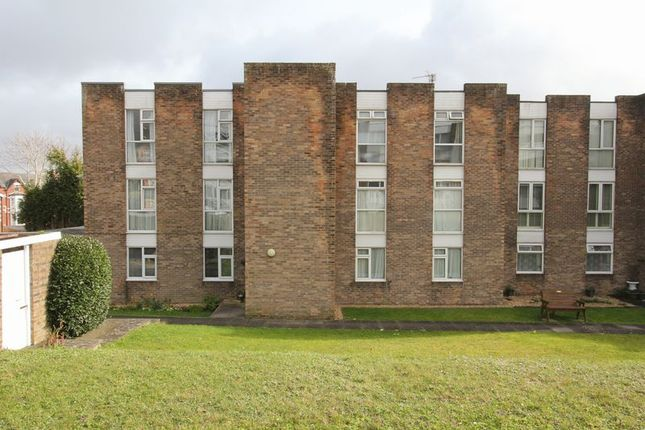 Thumbnail Flat for sale in Park Road, Barry
