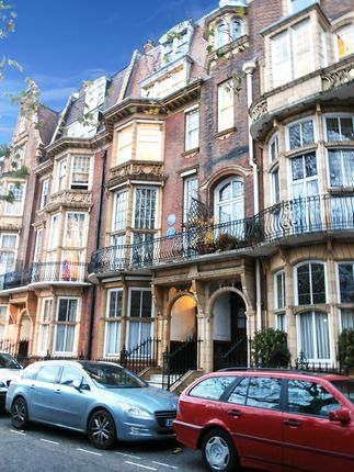 Office to let in Orme Court, London