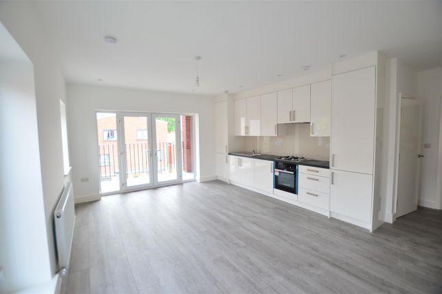 Thumbnail Flat to rent in Farnham Road, Slough