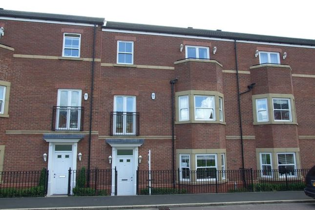 Thumbnail Town house to rent in Featherstone Grove, Gosforth, Newcastle Upon Tyne