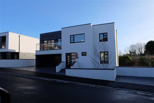 5 bedroom detached house to rent in Romilly Park Road, Barry, Vale Of Glamorgan