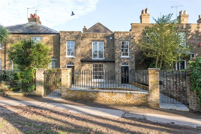 Thumbnail Detached house for sale in Chase Side, Enfield