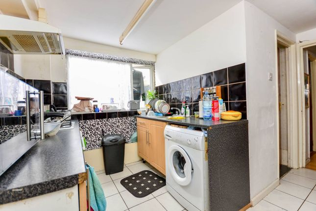 Thumbnail Maisonette for sale in Southlands Road, Bromley