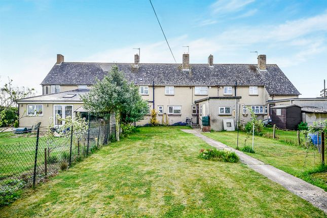 Foxwood aston bampton ox18 3 bedroom terraced house for for Foxwood house