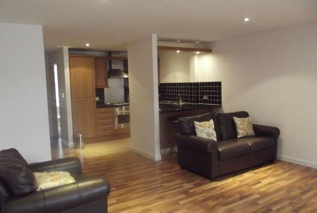 2 bed flat to rent in Kingston Court, Kingston Square, Hull, East Yorkshire