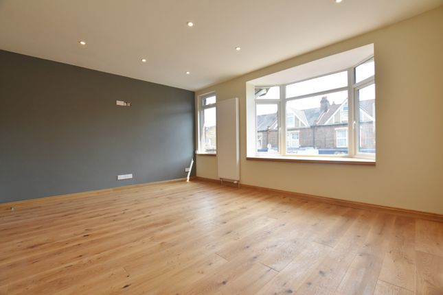 2 bed flat to rent in St Albans Road, Watford WD24