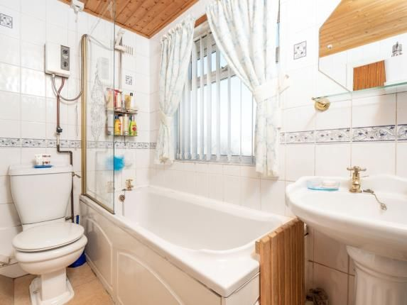 Bathroom of Dorchester Road, Swinton, Manchester, Greater Manchester M27