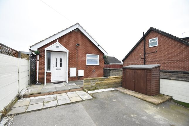 Thumbnail Bungalow to rent in Lee Moor Road, Stanley, Wakefield