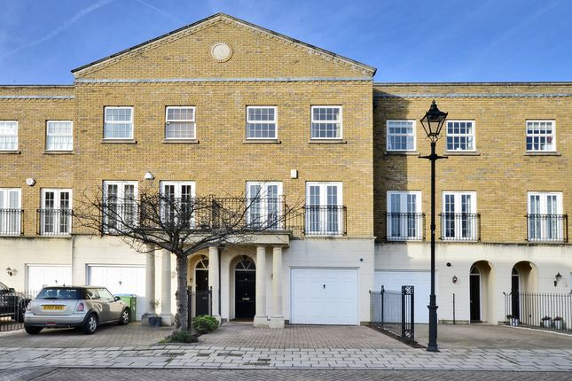 4 bed town house to rent in Chadwick Place, St James Park, Surbiton