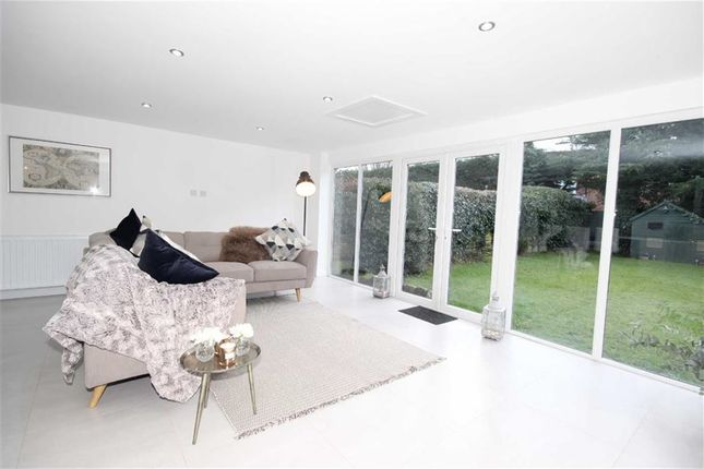 aviary road worsley manchester m28 4 bedroom detached. Black Bedroom Furniture Sets. Home Design Ideas
