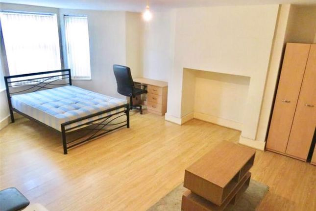 Thumbnail Flat to rent in Water Street, Huddersfield