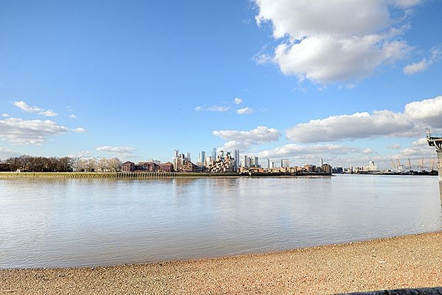 Thumbnail Flat for sale in High Bridge, London