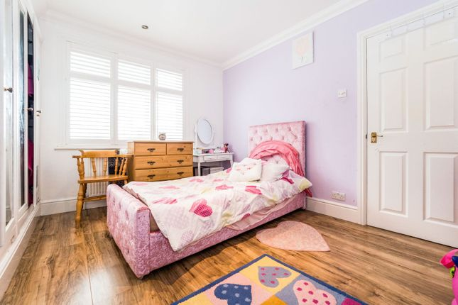 Bedroom of Selwyn Avenue, Ilford IG3