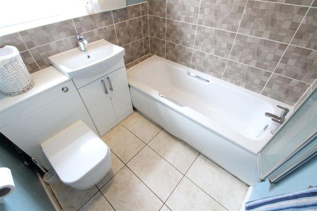 Bathroom of Hall Road, Hull HU6