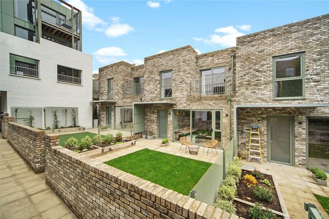 Thumbnail Detached house for sale in Tottenham Lane, Crouch End, London