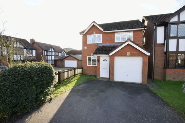 3 bed detached house for sale in Kenilworth Close, Hemel Hempstead