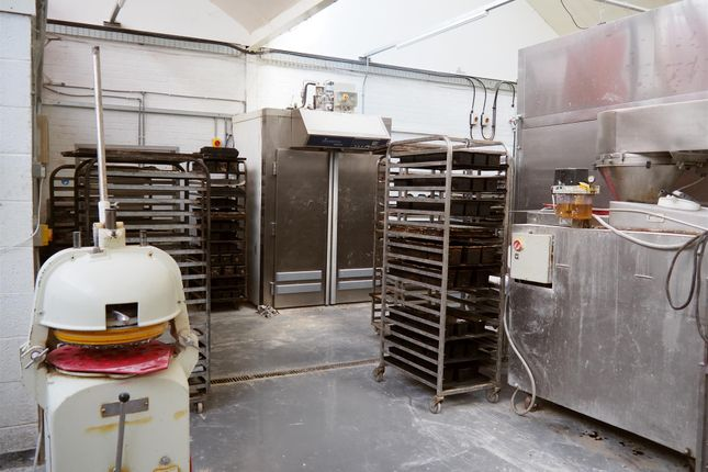 Thumbnail Retail premises for sale in Bakers & Confectioners HD8, Shelley, West Yorkshire