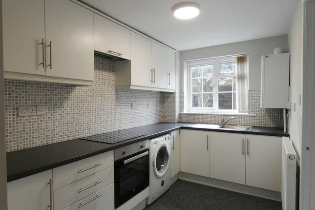 Thumbnail Flat to rent in Revesby Court, Scunthorpe