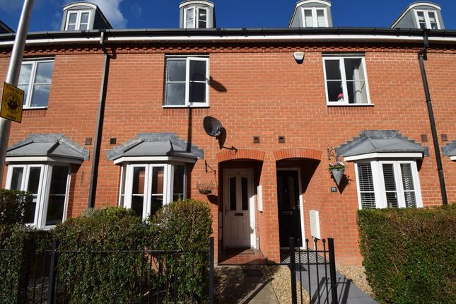 Thumbnail Town house to rent in York Road, Newbury, Berkshire