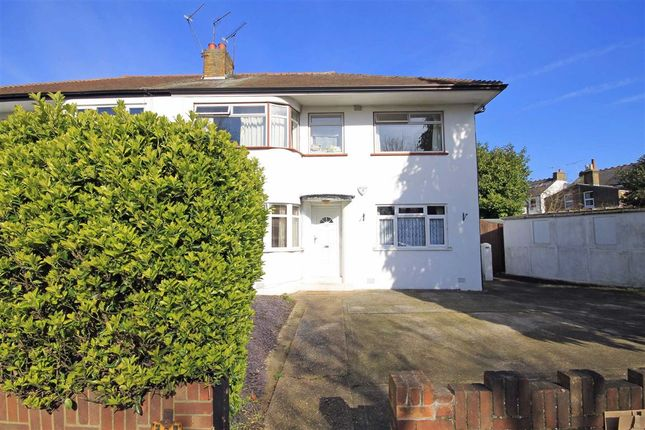2 bed flat to rent in Drayton Bridge Road, London