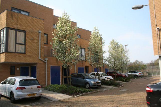 Thumbnail Town house to rent in Tentelow Lane, Norwood Green Southall