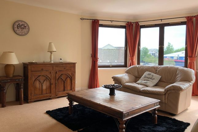 2 bed flat to rent in Oliphant Court, Stirling FK8