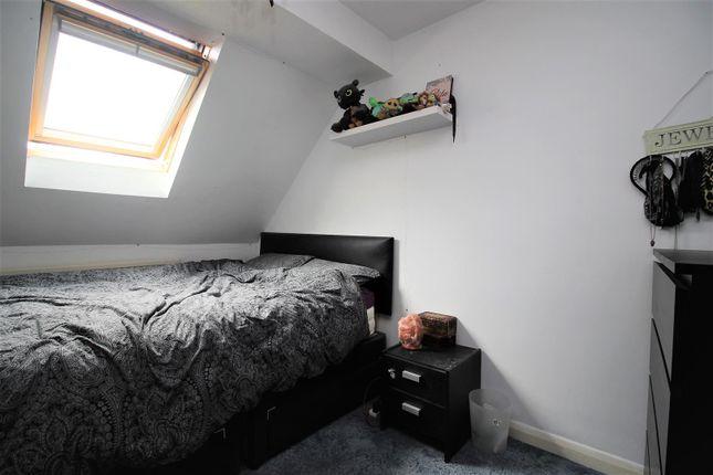 Bedroom of Brock Gardens, Reading RG30