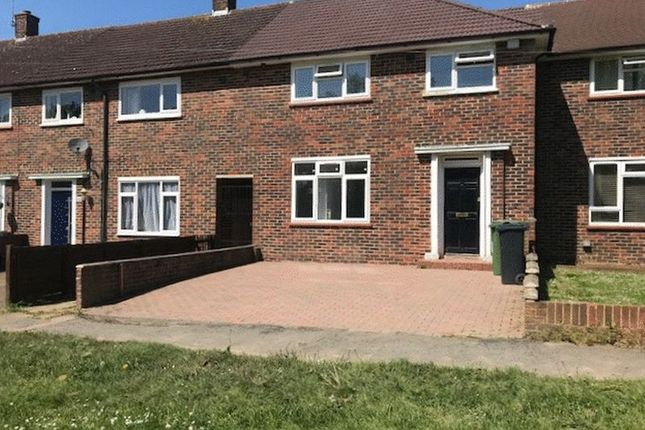 Thumbnail Flat to rent in Bletchingley Road, Merstham, Redhill