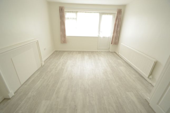 Thumbnail Flat to rent in Parkfield Close, Edgware