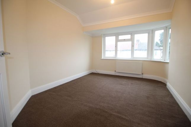 Flat to rent in Canterbury Avenue, Slough