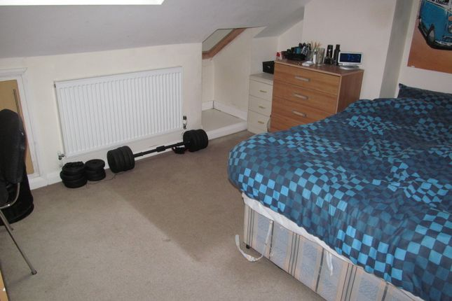 6 bed terraced house to rent in Swainstone Road, Reading