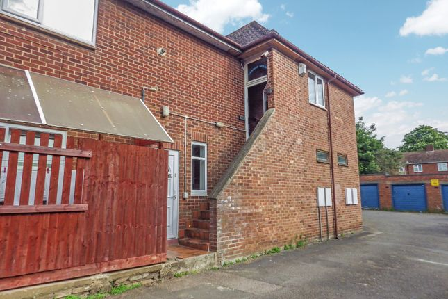 Flat to rent in The Fairway, Banbury, Oxon