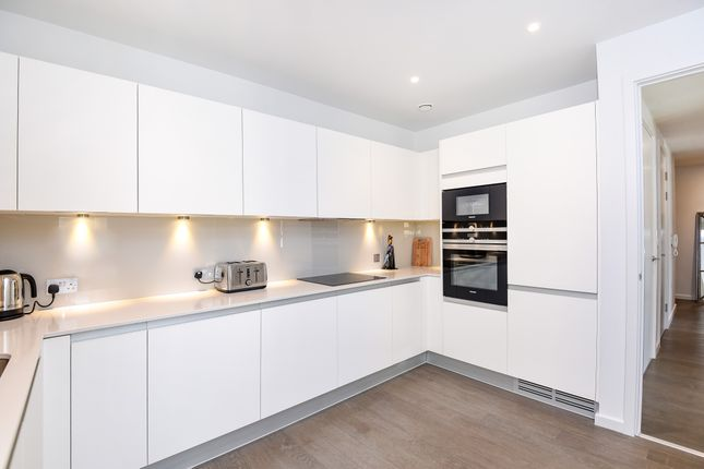 2 bed flat to rent in York Way, London