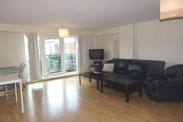 3 bed flat to rent in Royal Plaza, 2 Westfield Terrace