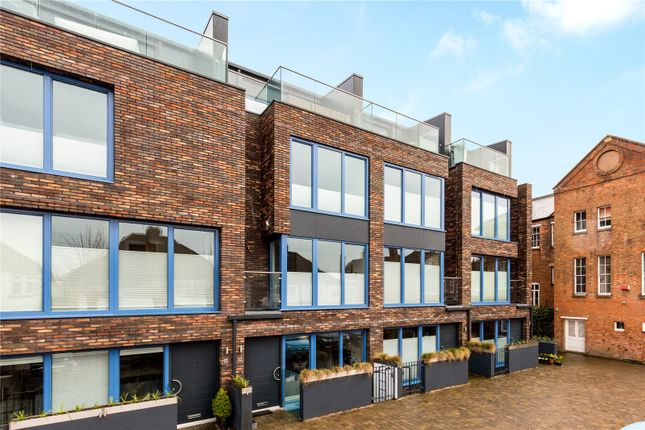 Thumbnail Mews house for sale in Chestnut Walk, Stratford-Upon-Avon