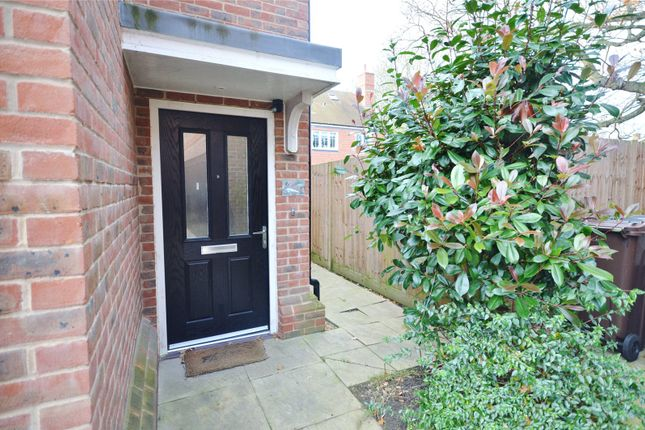 Thumbnail Shared accommodation to rent in Mortimer Crescent, Kings Park, St Albans, Hertfordshire