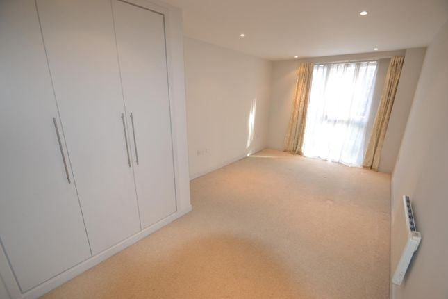 Bedroom of The Heart, Walton-On-Thames KT12
