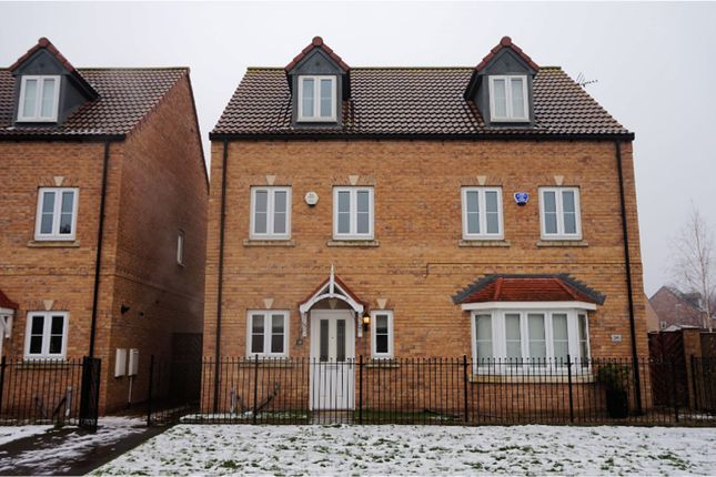 Thumbnail Town house to rent in Roebuck Chase, Rotherham