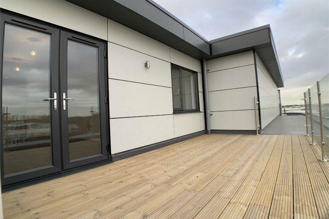 Thumbnail Flat to rent in Vicarage Farm Road, Peterborough, Cambridgeshire