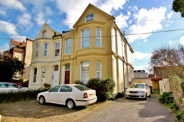 Studio to rent in Shelley Road, Worthing