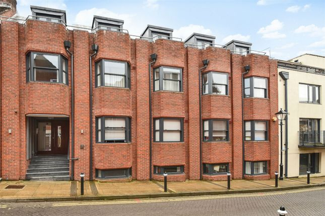 2 bed flat for sale in St. Clement Street, Winchester
